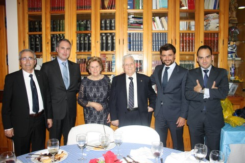 Alfredo Otero, Presidente del Lar Gallego de Sevilla, recibe la Anduriña de Oro, máxima distinción de esta Casa