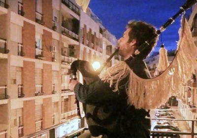 Las gaitas gallegas resuenan en la noche sevillana